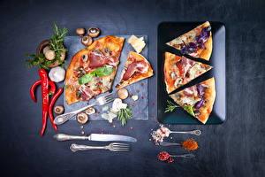 Fotos Fast food Pizza Gewürze Paprika Pilze Schinken Knoblauch Messer Essgabel Lebensmittel
