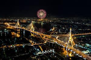 Sfondi desktop Thailandia La casa Ponti Fuochi d'artificio Bangkok Notte Vista dall'alto Città
