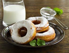 Bilder Backware Milch Großansicht Getränke Teller Trinkglas Lebensmittel