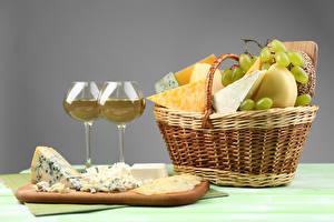 Bilder Wein Weintraube Käse Großansicht Stillleben Weidenkorb Weinglas das Essen
