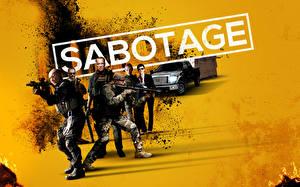 Bureaubladachtergronden Een man Aanvalsgeweer Arnold Schwarzenegger Sabotage Films Beroemdheden