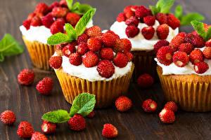 Fotos Backware Hügel-Erdbeere Cupcake
