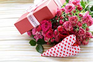 Hintergrundbilder Rose Nahaufnahme Sträuße Valentinstag Geschenke Herz Blumen