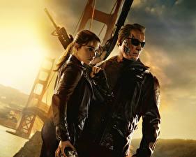 Bureaubladachtergronden The Terminator Arnold Schwarzenegger Mannen Terminator Genisys Emilia Clarke Bril Films Beroemdheden Jonge_vrouwen