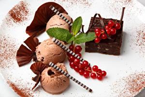 Bilder Johannisbeeren Speiseeis Süßware Schokolade Hautnah Teller Minzen Lebensmittel