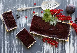 Bilder Süßware Johannisbeeren Törtchen Echte Feige Großansicht Torte Löffel Lebensmittel