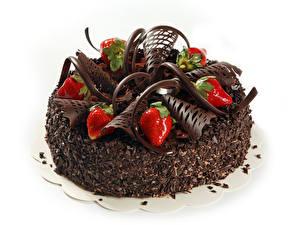 Fotos Torte Backware Süßigkeiten Schokolade Erdbeeren Großansicht Weißer hintergrund Lebensmittel