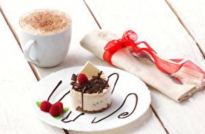 Bilder Kaffee Törtchen Servieren Großansicht Himbeeren Getränk Süßware Tasse Band Teller das Essen
