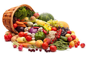 Photo Vegetables Fruit Tomatoes Bell pepper Peaches Carrots Cherry Wicker basket Food