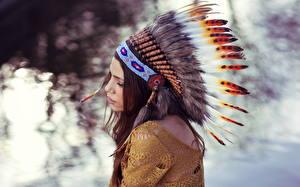 Hintergrundbilder Federn Warbonnet Indianer Mädchens