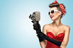 Fotos Retro Brille Braunhaarige Fotoapparat Photograph Mädchens
