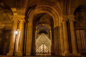 Bakgrunnsbilder Frankrike Paris Gatebelysning Pyramide Louvre Byer