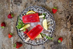 Bilder Speiseeis Erdbeeren Obst Zitrone Nahaufnahme Süßware Eis Teller das Essen