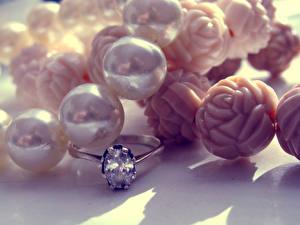 Fotos Schmuck Nahaufnahme Brillant Perlen Ring