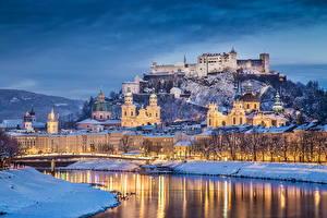Bureaubladachtergronden Oostenrijk Gebouw Burcht Rivier Winter Hemelgewelf Salzburg Nacht een stad