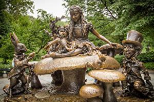 Fotos USA Alice im Wunderland - Animationsfilm Pilze Natur Denkmal Manhattan New York City Der Hut Alice in Wonderland, Central Park Kinder