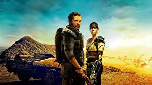 Fotos Mad Max: Fury Road Mann Charlize Theron Wüste Tom Hardy Film Prominente