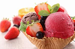 Bilder Speiseeis Erdbeeren Hautnah Minzen das Essen