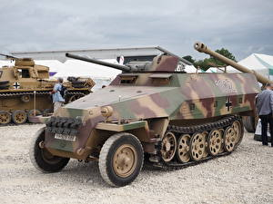 Pictures Armoured personnel carrier SdKfz 251, Tankfest 2015