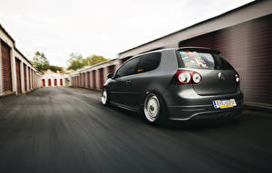 Wallpapers Tuning Volkswagen Back view Grey Driving golf MK5 stance Cars