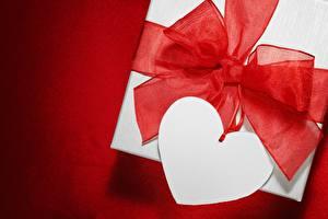 Hintergrundbilder Valentinstag Großansicht Geschenke Herz Schleife