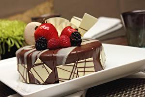 Hintergrundbilder Süßigkeiten Törtchen Nahaufnahme Erdbeeren Himbeeren Brombeeren das Essen