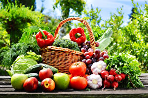 Image Vegetables Tomatoes Radishes Garlic Apples Bell pepper Grapes Wicker basket Food