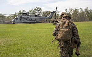Image Soldier Helicopter Landing operation Grass Army Aviation
