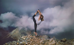 Images Fitness Mountains Clouds Stretch exercise Stretch athletic Girls Nature