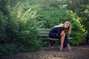 Hintergrundbilder Bank (Möbel) Blondine Sitzend Strauch Oceane Charoy Mädchens