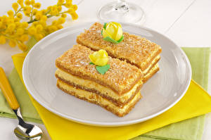 Wallpapers Confectionery Little cakes Two Plate Food