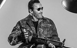 Picture The Expendables 2010 Arnold Schwarzenegger Assault rifle Glasses Jacket film Celebrities