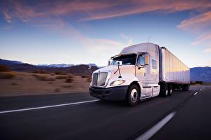 Photo Trucks Roads International White auto