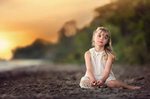 Fotos Kleine Mädchen Sitzend Beautiful Dreamer Lorna Oxenham Kinder