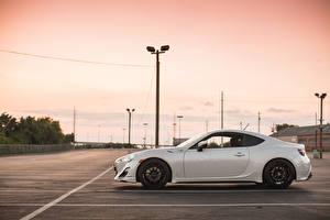 Hintergrundbilder Subaru Weiß Parken Seitlich brz