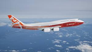 Hintergrundbilder Flugzeuge Verkehrsflugzeug Boeing Flug BOEING 747-800