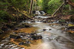 Hintergrundbilder Vereinigte Staaten Flusse Wasserfall Brücken Michigan Chapel Falls Alger County Natur