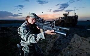 Hintergrundbilder Soldat Gewehr Militär Mädchens