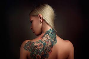 Fonds d'écran Tatouage Blondeur Fille Dos Stepan Gladkov jeune femme