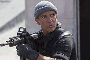 Pictures Antonio Banderas The Expendables 2010 Rifle Winter hat Galgo Celebrities