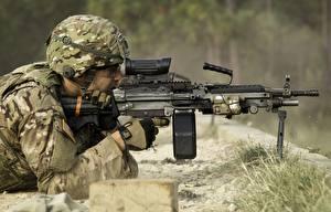 Bureaubladachtergronden Soldaat Machinegeweren Militaire helm Helm Camouflage