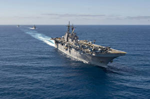 Pictures Ships Aircraft carrier USS Essex (LHD-2) Army