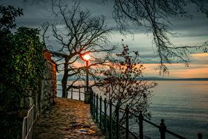 Bilder Kroatien Sonnenaufgänge und Sonnenuntergänge Flusse Opatija Bäume Ast Zaun Natur