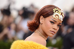 Bilder Rihanna Schmuck Halsketten Starren Make Up Prominente Mädchens