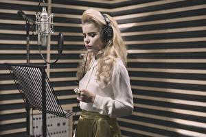 Sfondi desktop Ragazza bionda Microfono Paloma Faith singer Musica Celebrità Ragazze