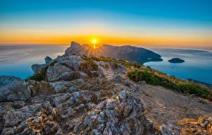 Hintergrundbilder Spanien Meer Sonnenaufgänge und Sonnenuntergänge Küste Landschaftsfotografie Mallorca Felsen Lichtstrahl Sonne Cap de Formentor Mediterranean Natur