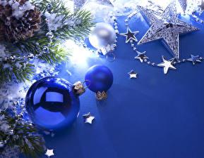 Fotos Feiertage Neujahr Kugeln Ast Blau