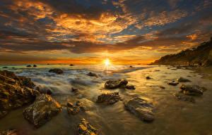 Hintergrundbilder USA Landschaftsfotografie Küste Sonnenaufgänge und Sonnenuntergänge Steine Wolke Sonne Horizont Malibu Natur