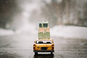 Sfondi desktop Giocattoli Taxi - Auto Regali Vista posteriore automobile