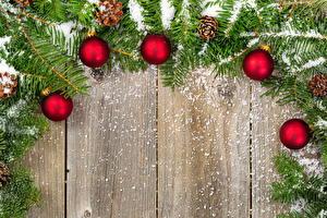 Fotos Feiertage Neujahr Ast Kugeln Schnee Zapfen Bretter